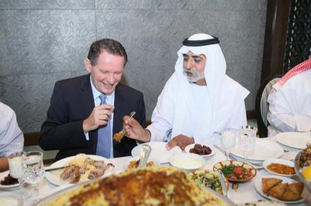 Dégustation de chameau avec le ministre de l'Education, Abu Dhabi