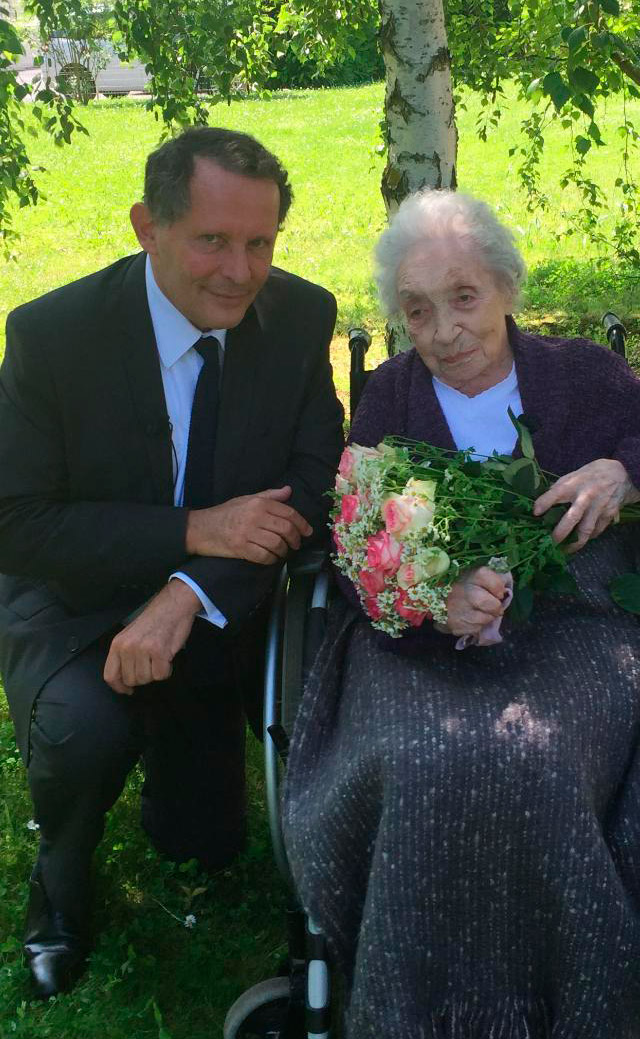Madeleine Ragon 111 ans, Doyenne de l'Afer, pianiste