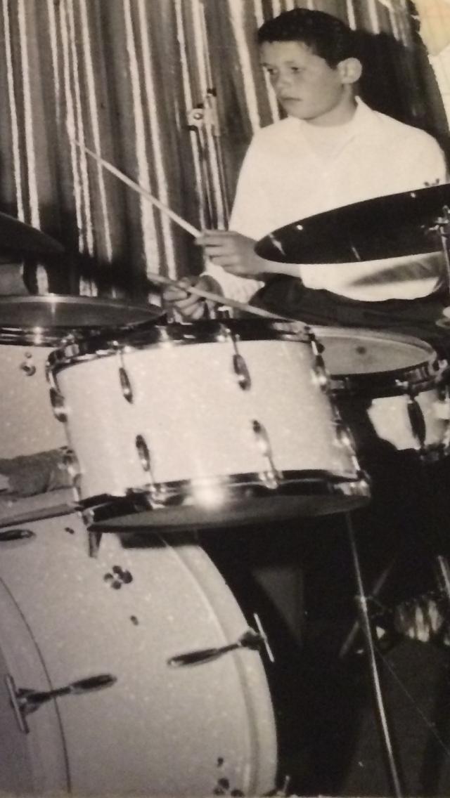 Gérard, jeune batteur soirée Claude François