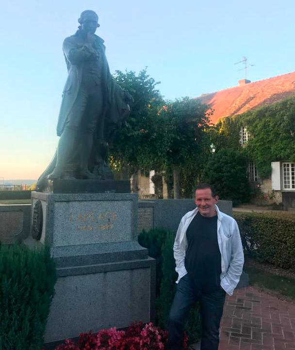 Beaumont en Auge, statue de Laplace