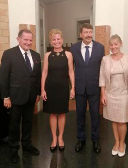 Le Président de la République de Hongrie, Janos Ader, son épouse, et Andrea Vigh, Présidente de l'Academie de Musique F. Liszt, Budapest